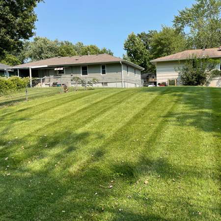 Yard mowing company in Blue Springs, MO, 64014