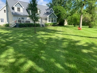 Yard mowing company in Columbia City, IN, 46725
