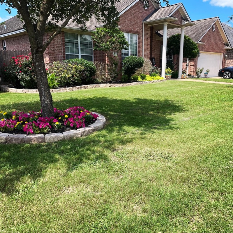Yard mowing company in College Station, TX, 77845