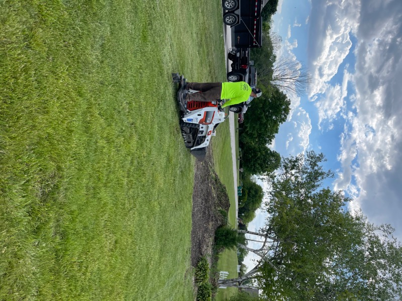 Yard mowing company in Aurora, IL, 60502