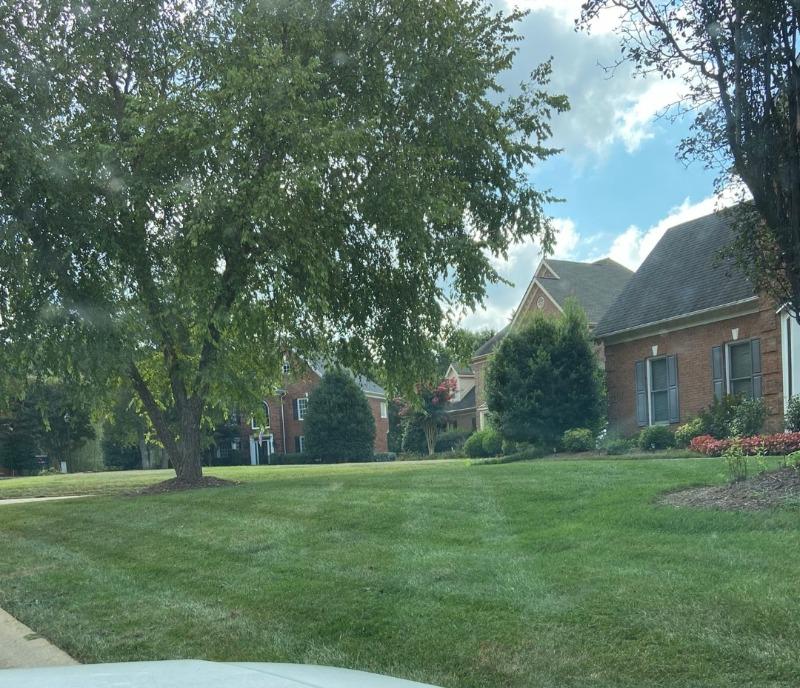 Yard mowing company in Charlotte, NC, 28210