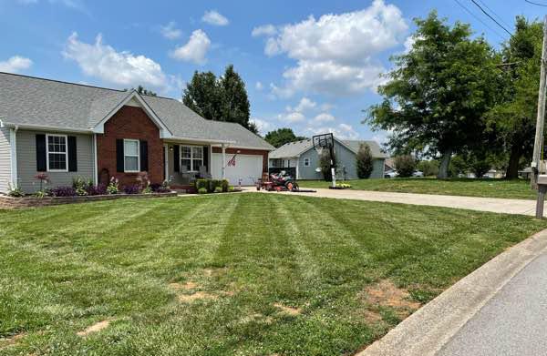 Yard mowing company in Clarksville, TN, 37042