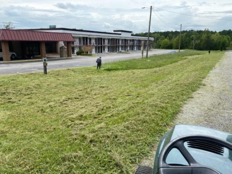 Yard mowing company in Chattanooga, TN, 37404