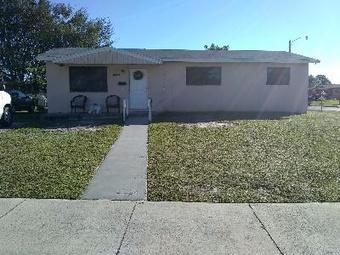 Lawn Care Service in Miami Gardens, FL, 33055