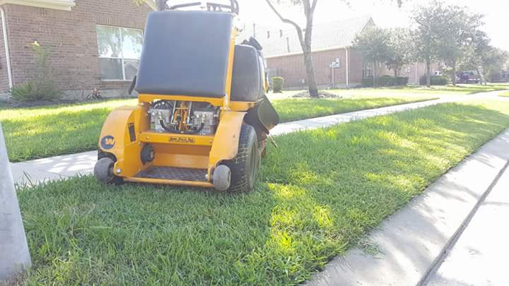 Lawn Care Service in Pasadena, TX, 77503