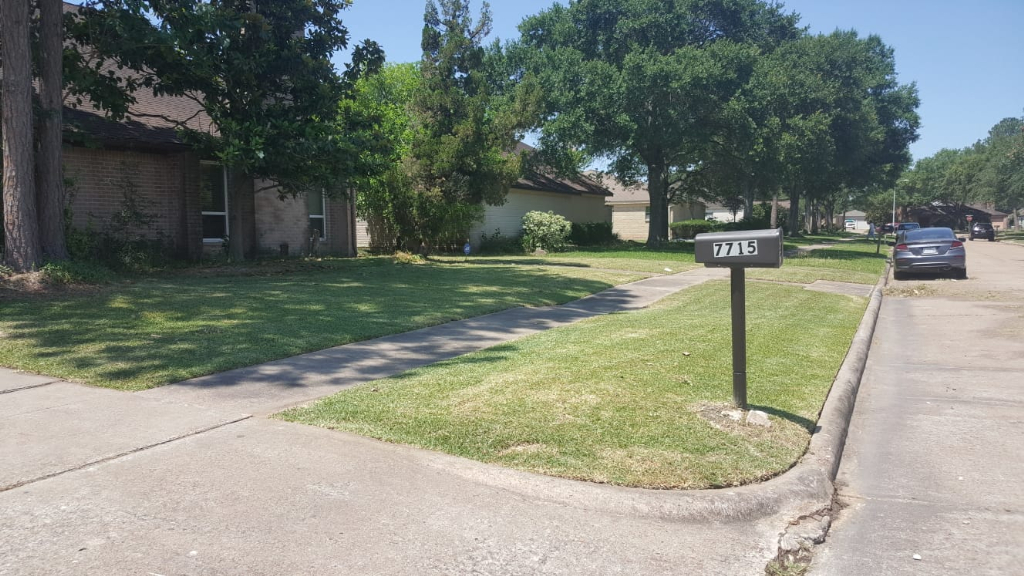 Lawn Care Service in Houston, TX, 77071