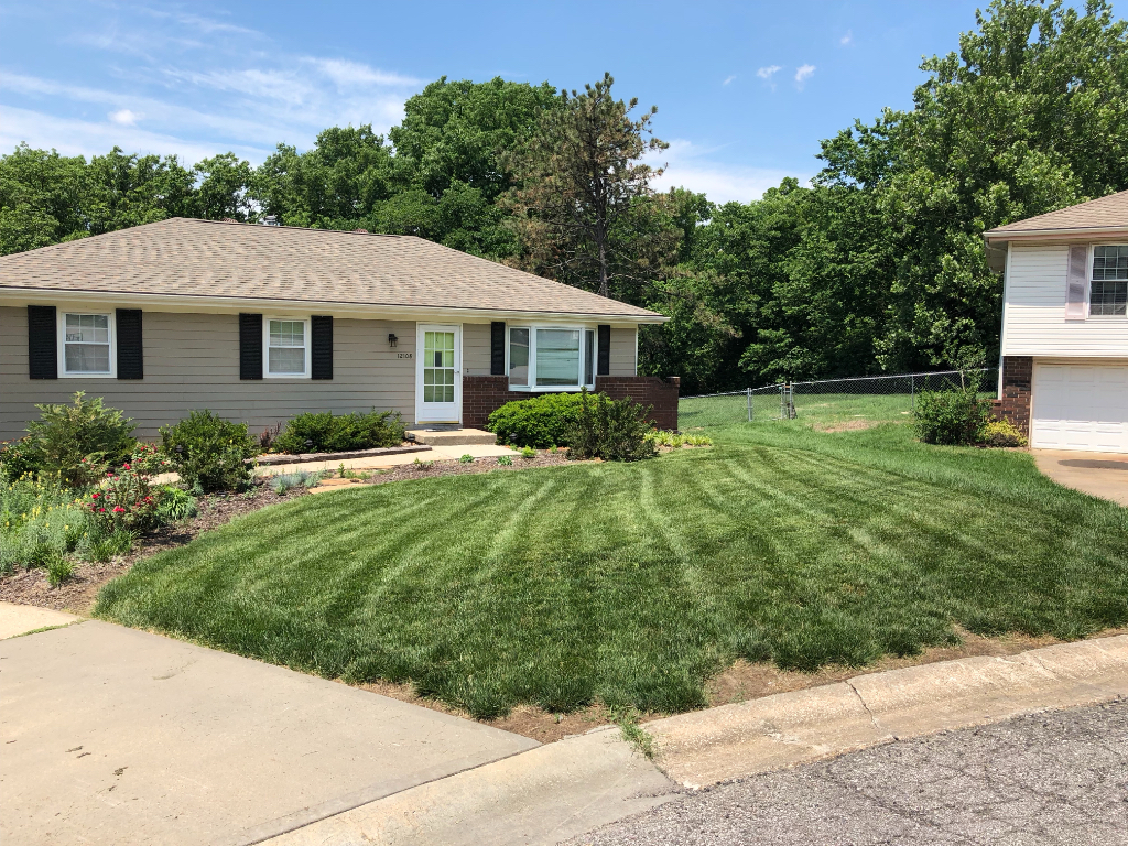 Lawn Care Service in Gardner, KS, 66030