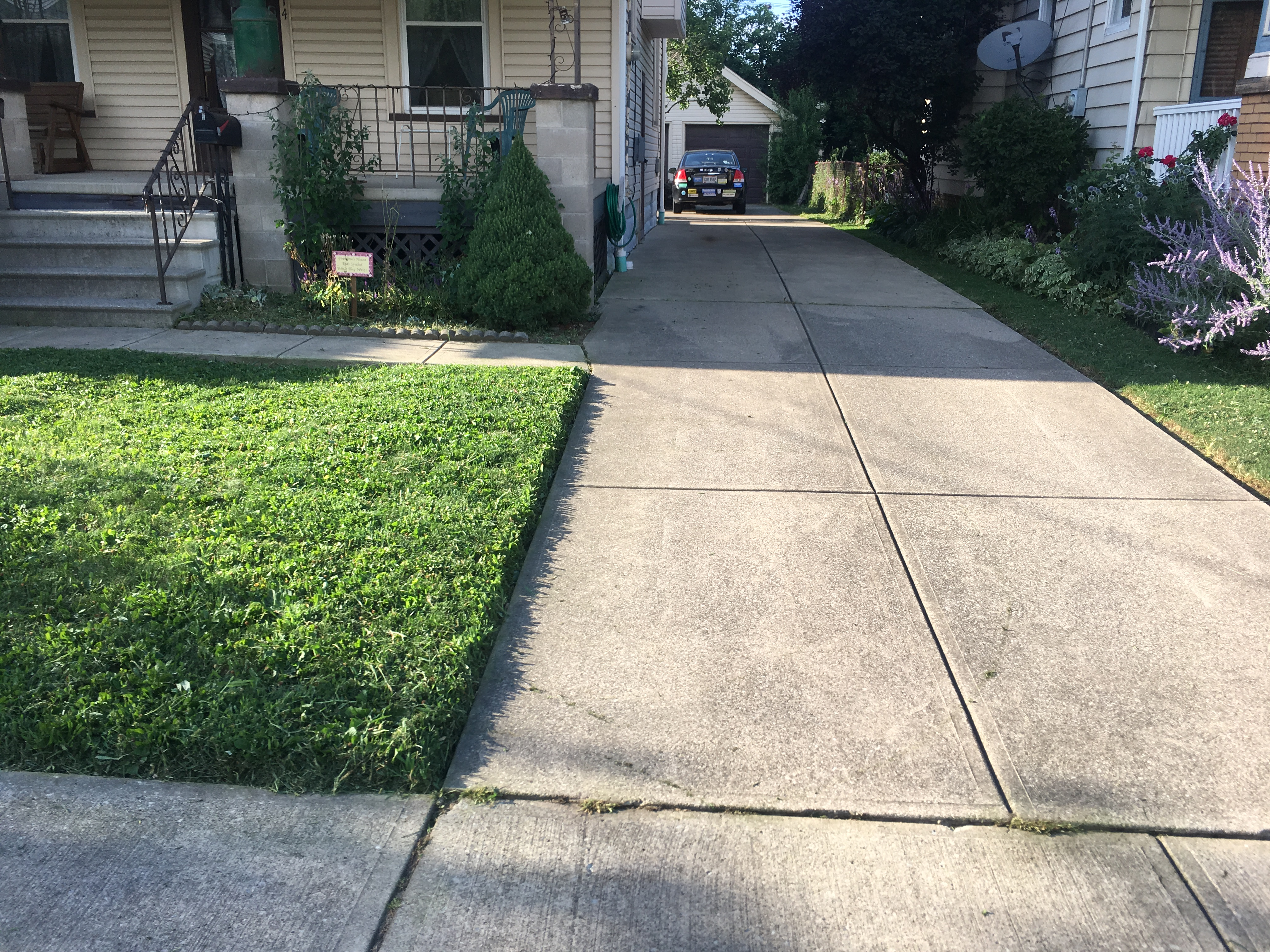 Lawn Care Service in Cleveland, OH, 44105