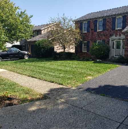 Lawn Care Service in Pataskala, OH, 43073