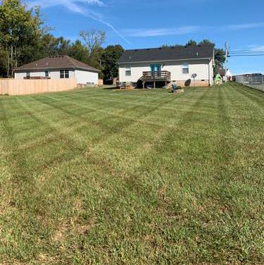 Lawn Care Service in Gallatin, TN, 37066