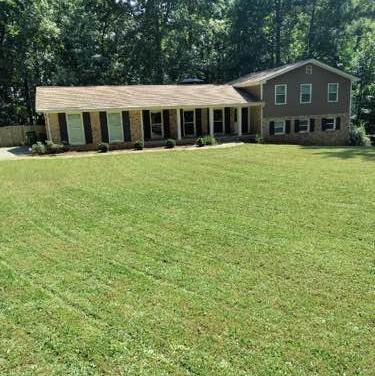 Lawn Care Service in Atlanta, GA, 30349