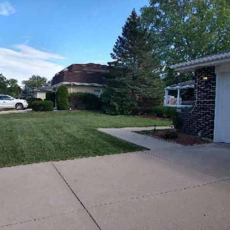 Lawn Care Service in Melrose Park, IL, 60131