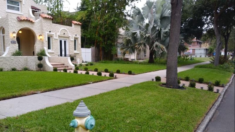 Lawn Care Service in St. Petersburg, FL, 33702