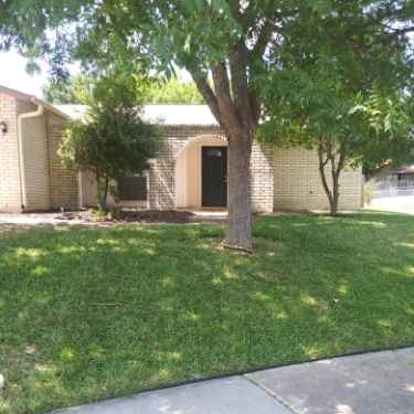 Lawn Care Service in Somerset, TX, 78073