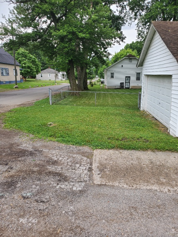 Lawn Care Service in Indianapolis, IN, 46208