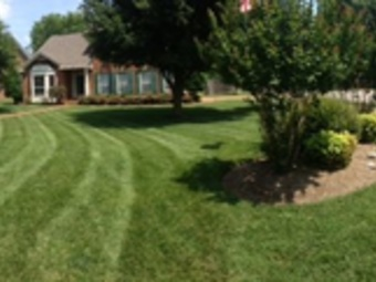 Lawn Mowing Contractor in Nashville, TN, 37221