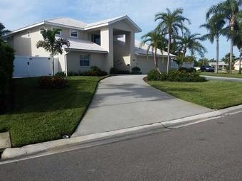 Lawn Mowing Contractor in Largo, FL, 33779
