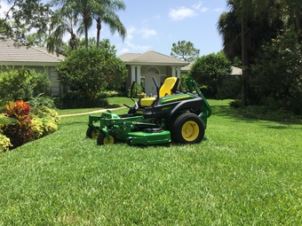 Lawn Mowing Contractor in Naples, FL, 34120