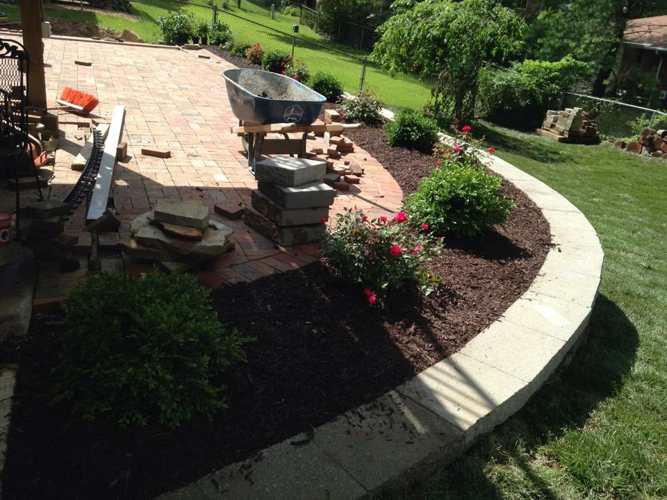 Lawn Mowing Contractor in St Louis, MO, 63074
