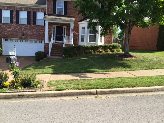 Lawn Mowing Contractor in Nashville, TN, 37207