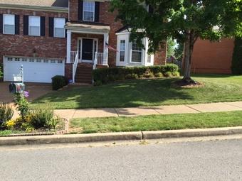 Lawn Mowing Contractor in Nashville, TN, 37207