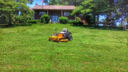 Lawn Mowing Contractor in Nashville, TN, 37206