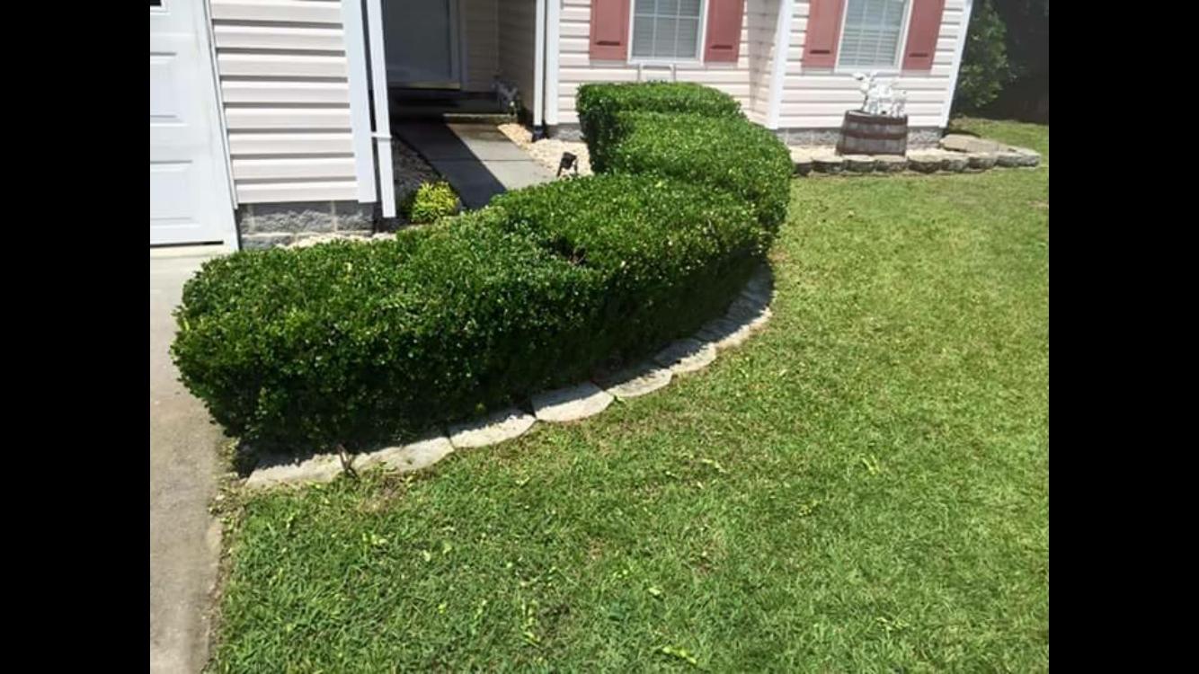 Lawn Mowing Contractor in Hubert, NC, 28539