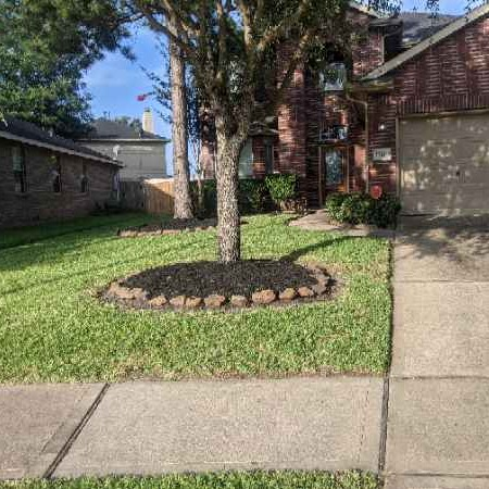 Lawn Mowing Contractor in Houston, TX, 77007