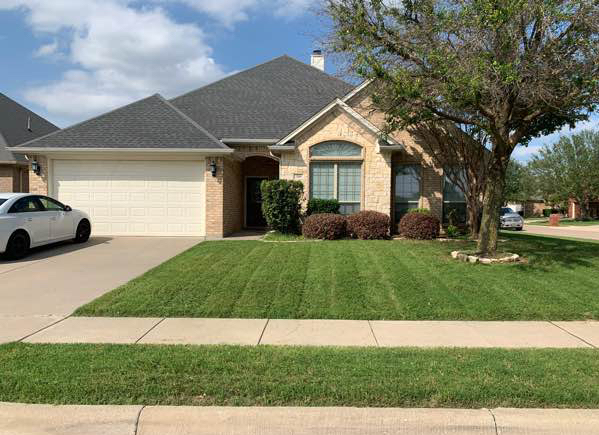 Lawn Mowing Contractor in Fort Worth, TX, 76134