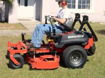 Lawn Mowing Contractor in Eagle Lake, FL, 33839