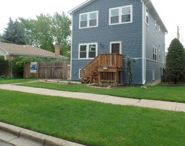Lawn Mowing Contractor in Chicago, IL, 60638