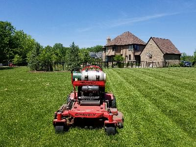 Lawn Mowing Contractor in Gilberts, IL, 60136