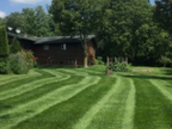 Lawn Mowing Contractor in Woodstock, IL, 60098