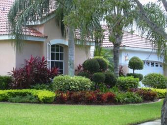 Lawn Mowing Contractor in Tarpon Springs , FL, 34689