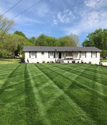 Lawn Mowing Contractor in Hendersonville, TN, 37075