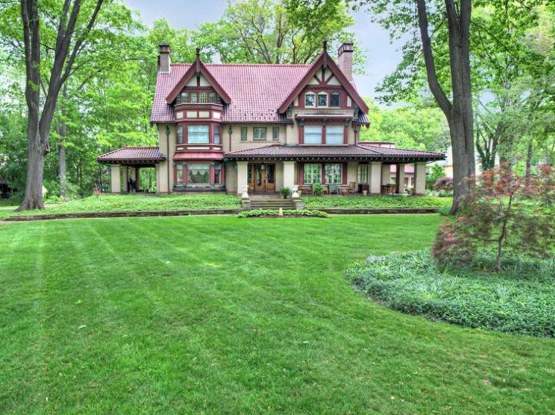 Lawn Mowing Contractor in Cleveland , OH, 44106