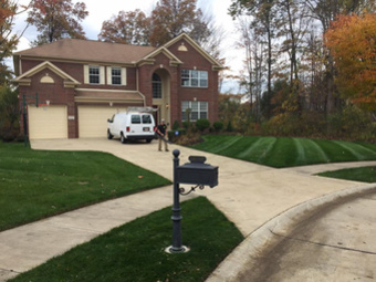 Lawn Mowing Contractor in Lakewood, OH, 44107