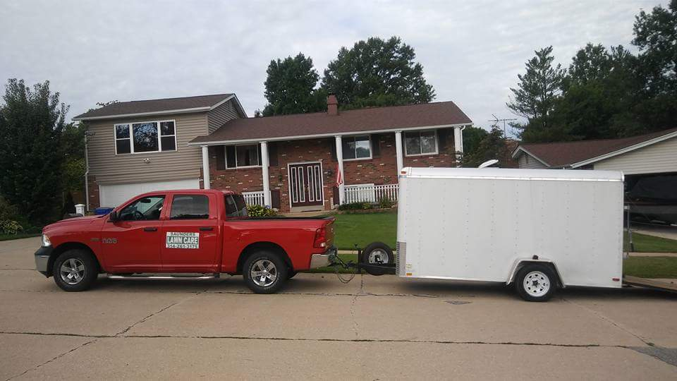 Lawn Mowing Contractor in Maryland Heights, MO, 63043