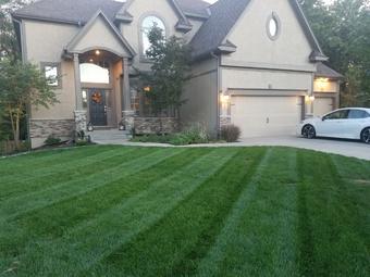 Lawn Mowing Contractor in Lenexa, KS, 66215