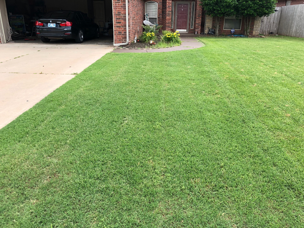 Lawn Mowing Contractor in Okc, OK, 73179