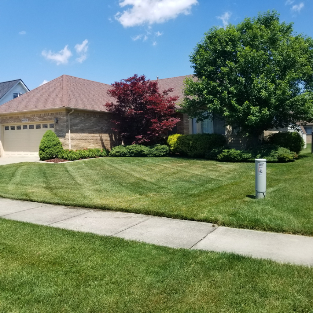 Lawn Mowing Contractor in Macomb, MI, 48044