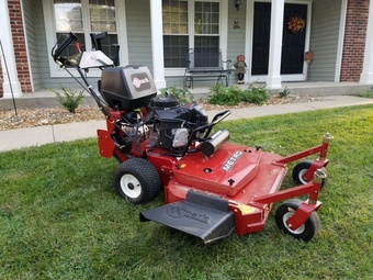 Lawn Mowing Contractor in St. Peters, MO, 63376
