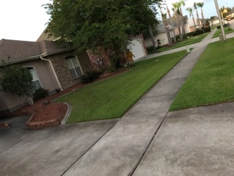 Lawn Mowing Contractor in Metairie, LA, 70003