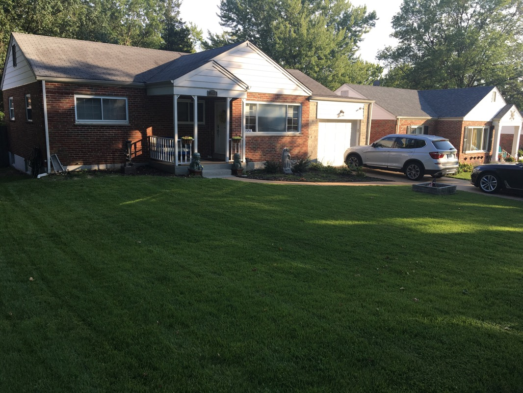Lawn Mowing Contractor in St. Louis, MO, 63123