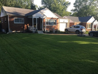 Lawn Mowing Contractor in St. Louis, MO, 63128