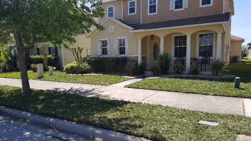 Lawn Mowing Contractor in Orlando, FL, 32820