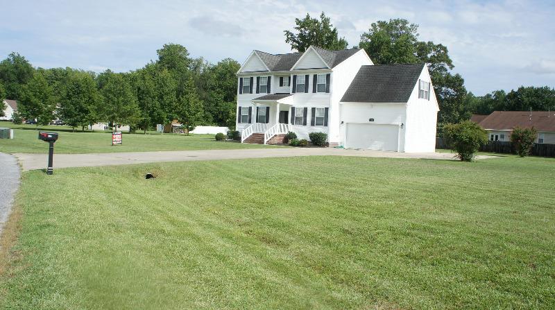 Lawn Mowing Contractor in Elizabeth City, NC, 27909