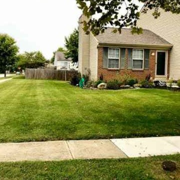Lawn Mowing Contractor in Columbus, OH, 43206