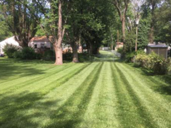 Lawn Mowing Contractor in Benld, IL, 62009