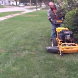 Lawn Mowing Contractor in Des Moines, IA, 50315